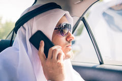 Jonge Arabische Mensenzitting in de Auto Royalty-vrije Stock Afbeeldingen
