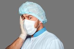 Jonge arts met container voor analyse Royalty-vrije Stock Fotografie