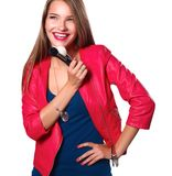 Jonge artsenvrouw met stethoscoop die zich op witte achtergrond bevinden Royalty-vrije Stock Afbeeldingen
