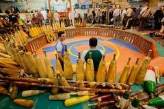 Jonge atleten klaar voor traditionele prestaties van Zurkhaneh Stock Afbeeldingen