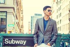 Jonge Aziatische Amerikaanse Mens die in New York reizen Royalty-vrije Stock Afbeeldingen