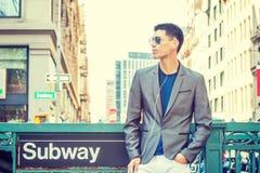 Jonge Aziatische Amerikaanse Mens die in New York reizen Royalty-vrije Stock Fotografie