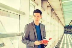 Jonge Aziatische Amerikaanse Student die in New York bestuderen Royalty-vrije Stock Foto