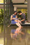Jonge Aziatische Chinese familie met 5 maand oude zoon Royalty-vrije Stock Foto
