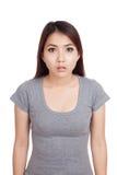 Jonge Aziatische overweldigde vrouw, schok Royalty-vrije Stock Afbeelding