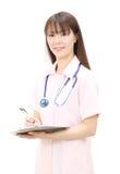 Jonge Aziatische vrouwelijke verpleegster Stock Afbeelding