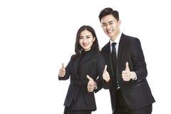 Jonge Aziatische zakenman en onderneemster die de twee-duimen tonen royalty-vrije stock afbeeldingen