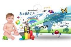 Jonge Baby die op Laptop Computer leert Stock Afbeeldingen