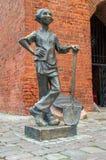Jonge Baker ` s Handlanger - een legendarische verdediger van Elblag In 1521, gebruikte hij zijn schop om een kabel te snijden ho stock afbeeldingen