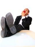 Jonge BedrijfsMens die Appel in Bureau eet Royalty-vrije Stock Foto