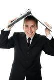 Jonge bedrijfsmens die een laptop computer houdt Stock Foto's