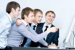 Jonge bedrijfsmens die project bespreekt Royalty-vrije Stock Foto