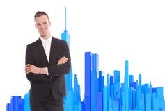 Jonge bedrijfsmens die zich met 3d teruggegeven bureauachtergrond bevinden Stock Foto's