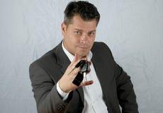 Jonge bedrijfsmens met autosleutel Royalty-vrije Stock Fotografie