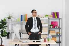 Jonge bedrijfsmens op het werk stock foto's