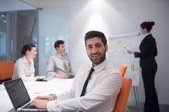 Jonge bedrijfsmens op vergadering Stock Afbeelding