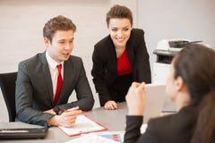 Jonge Bedrijfsmensen die Vergadering leiden stock afbeelding