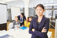 Jonge bedrijfsvrouw als manager stock afbeelding