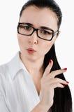 Jonge bedrijfsvrouw of bestuurster die een vingergebaar van Di maken Stock Foto's