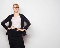 Jonge bedrijfsvrouw die glazen dragen Royalty-vrije Stock Afbeeldingen