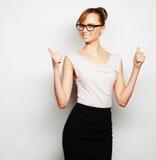 Jonge bedrijfsvrouw die glazen dragen royalty-vrije stock foto