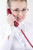 Jonge bedrijfsvrouw die op de telefoon spreekt. Royalty-vrije Stock Foto's