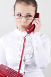 Jonge bedrijfsvrouw die op de telefoon spreekt. Royalty-vrije Stock Afbeeldingen