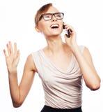 Jonge bedrijfsvrouw die telefonisch roepen royalty-vrije stock afbeeldingen