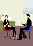 Jonge bedrijfsvrouw en man bespreking in bureau Stock Afbeelding