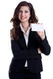 Jonge bedrijfsvrouw met adreskaartje royalty-vrije stock afbeeldingen