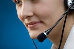 Jonge bedrijfsvrouw of secretaresse met hoofdtelefoon Stock Foto's
