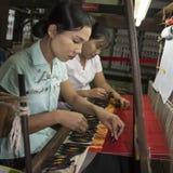 Wevende - Meer Inle - Myanmar Royalty-vrije Stock Foto's