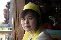 Jonge Birmaanse vrouwen met ringen rond haar hals Royalty-vrije Stock Foto