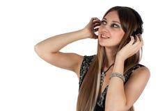 Jonge blonde vrouw het luisteren muziek royalty-vrije stock foto