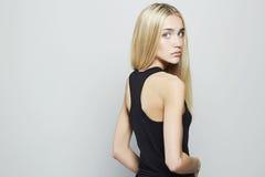 Jonge Blonde Vrouw Het mooie Meisje van de Blonde Stock Foto's