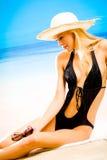 Jonge blonde vrouw in hoed royalty-vrije stock fotografie