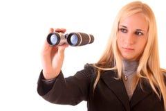 Jonge blonde vrouw met binoculair Stock Fotografie