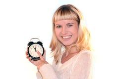 Jonge blonde vrouw met klok royalty-vrije stock afbeelding