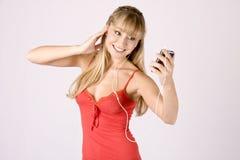 Jonge blonde vrouw met mp3-speler Stock Foto