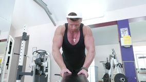 Jonge bodybuilder stock footage