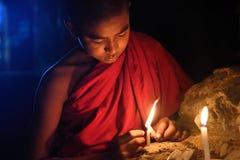 Jonge boeddhistische monnik stock afbeelding