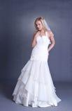 Jonge bruid in huwelijkskleding Stock Afbeelding