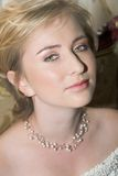 Jonge bruid met grote groene ogen royalty-vrije stock foto