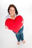 Jonge brunette met rode geïsoleerdel harten Royalty-vrije Stock Foto