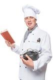 jonge chef-kok die het portret van het soeprecept bestuderen Royalty-vrije Stock Afbeelding
