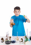 Jonge chemicus, Onderwijsachtergrond: Grappige Tiener royalty-vrije stock afbeelding