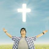 Jonge christelijke mens Stock Foto