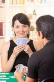 Jonge cuarenta van paarspeelkaarten Royalty-vrije Stock Fotografie