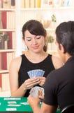 Jonge cuarenta van paarspeelkaarten Stock Foto