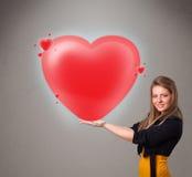 Jonge dame die mooi 3d rood hart houden Stock Foto's